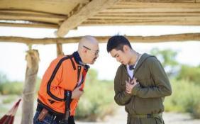徐锦江想退出《一路成年》 来到新疆魔鬼城留守瓜棚