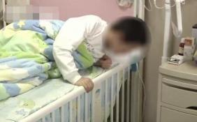 学生被逼吃垃圾 因没倒寝室垃圾受到老师批评
