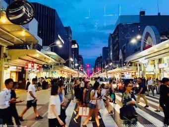 """助推""""夜食""""经济发展 强化业务培训对夜宵一条街进行提质改造"""