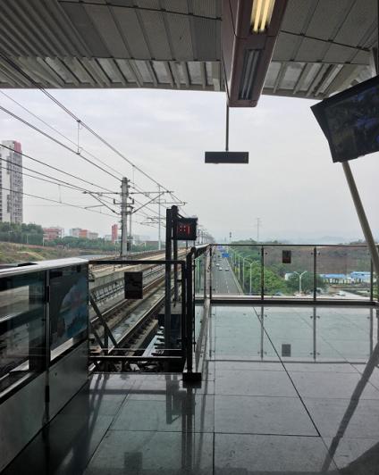 地铁口旁非机动车扎堆现象严重 杭州停放点采用一站点一方案